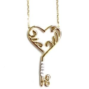 Jewelry - Beautiful cubic zirconia Heart with Key pendant